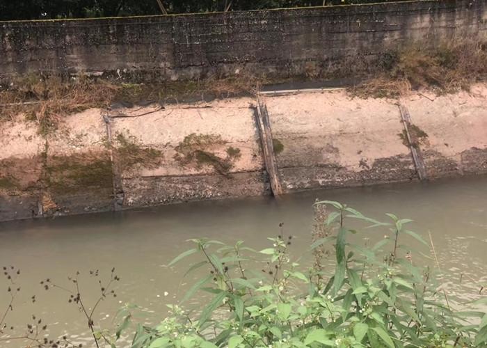 水库引水渠补漏